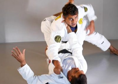 Choke Defence and Counter Attack When Passing the Guard